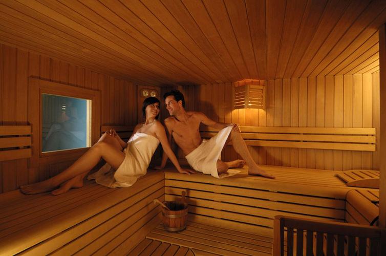 фото мужчина и женщина в сауне